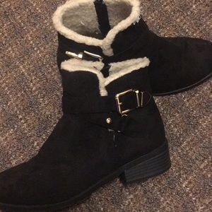 Forever 21 black size 8 suede bootie